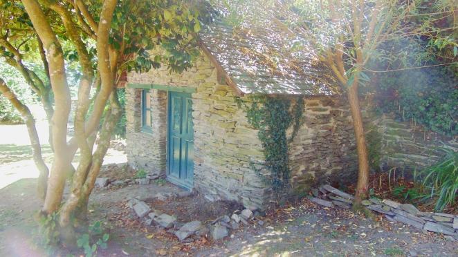 Petite cabane dans le parc du château