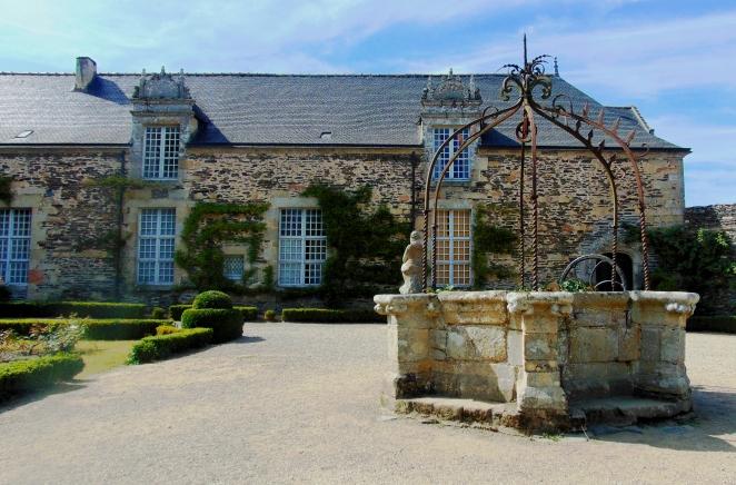 Le château de Rochefort en Terre et son puits